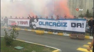 Yurda dönen Trabzonspor'da, taraftarlardan Ünal Karaman'a büyük destek
