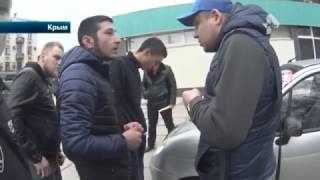Водитель малолитражки прокатил на капоте активиста Стопхама в Крыму