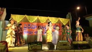 Choti Choti Gaiya Chote Chote Gwal Performance by Vaidehi Ashram Children