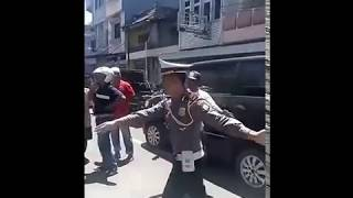 Video VIRAL!!pembunuhan!leher dipotong saudara sendiri,jumat 08 2017,di jln bau massepe SUL-SEL download MP3, 3GP, MP4, WEBM, AVI, FLV November 2018