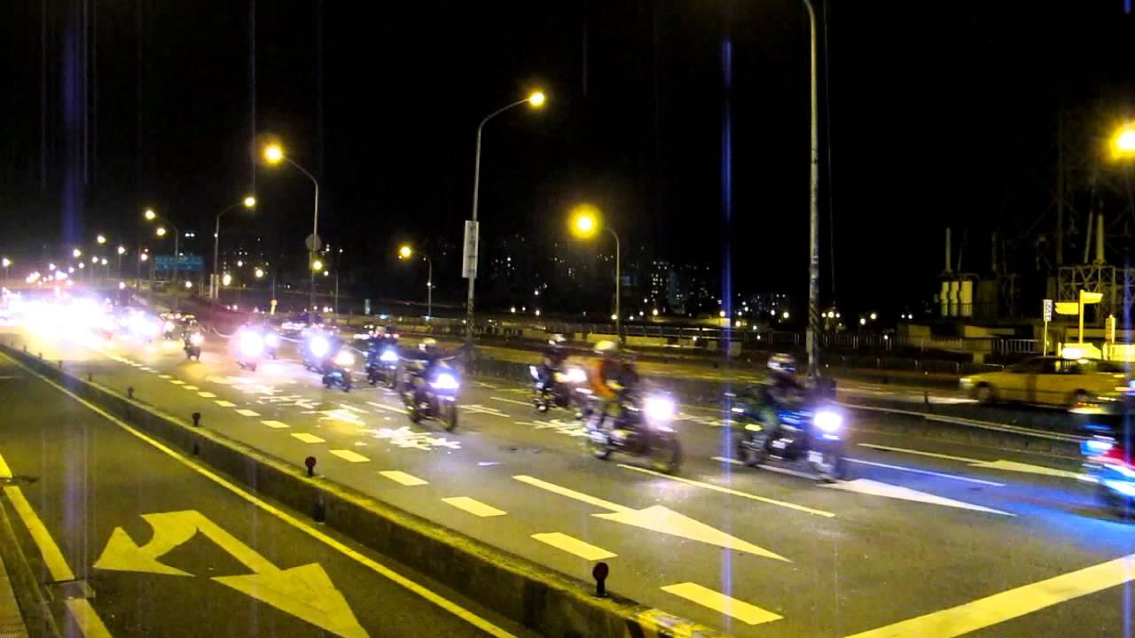2012-0701 (3)慶祝中華民國黃牌重型機車開放行駛高架快速道路=秀朗橋頭錄影3 - YouTube