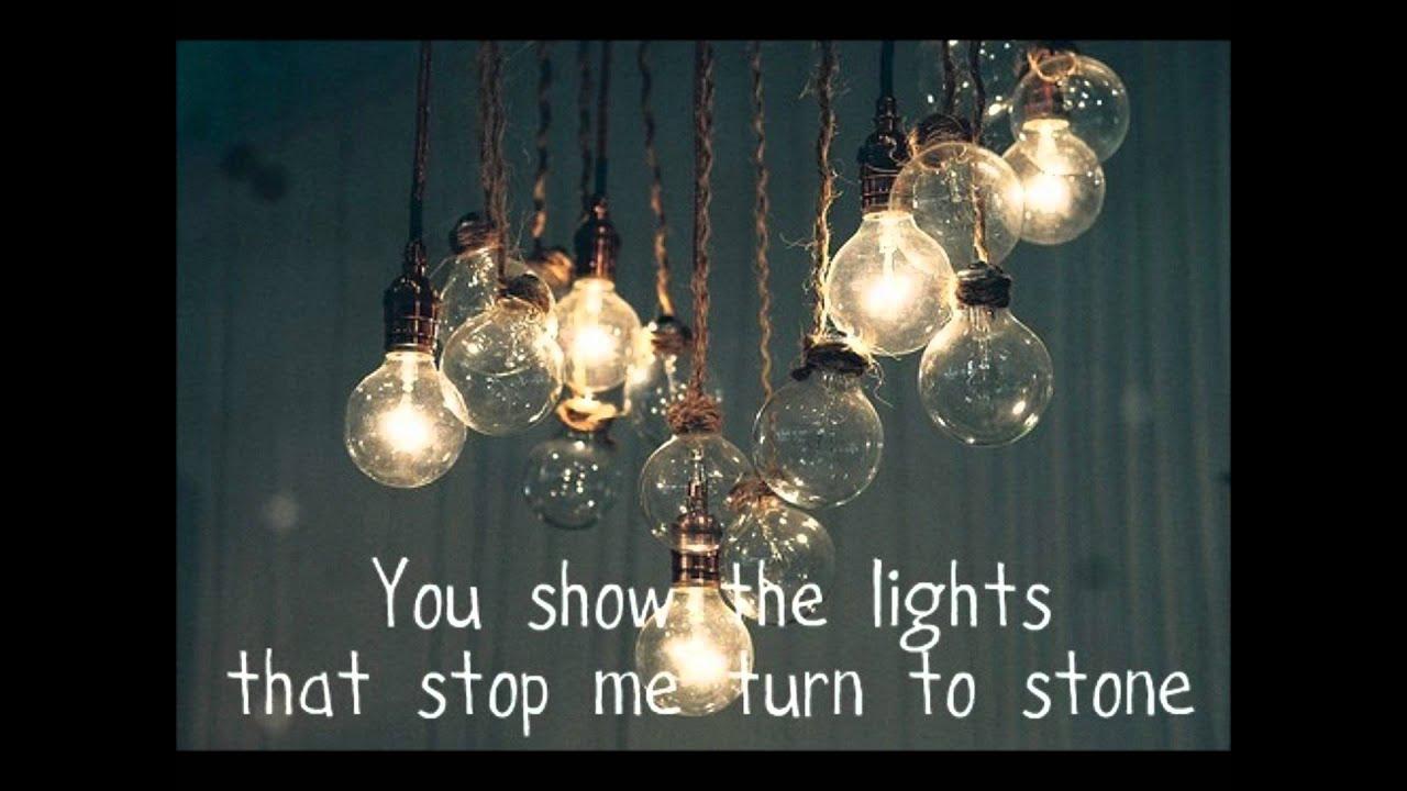 Ellie Goulding: Lights (lyrics on screen) - YouTube