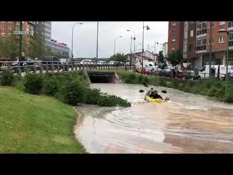 Remando por la calle Madrid tras la tormenta