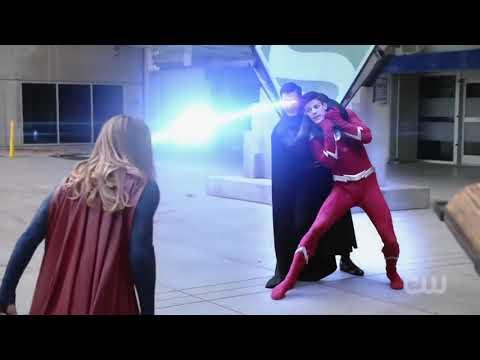 Black suit superman vs The Flash & supergirl