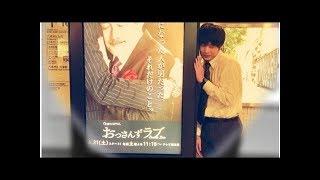 田中圭、主演ドラマのデジタルサイネージ広告と遊ぶ 2018年4月20日 掲載...