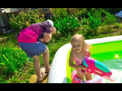 Алиса привезла ПОДАРКИ для Левы GIFTS Water gun Fun for kids