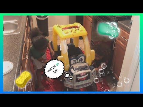 Clean Mr.Truck with Seneca & Savez  KIDS RULE TV  Pretend Play