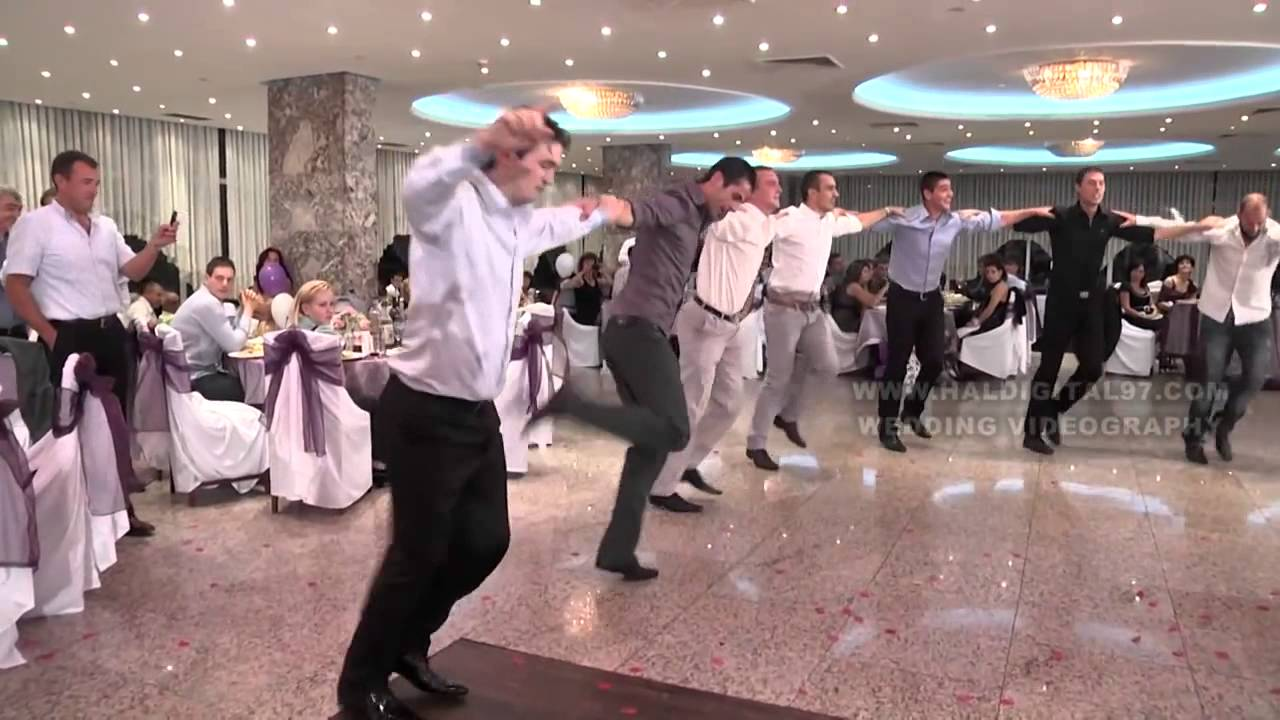 Ето го уникалното хоро от българска сватба, което покори сърцата на стотици хиляди!