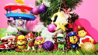 Paw Patrol feiert Weihnachten. Spielzeug Video auf Deutsch.