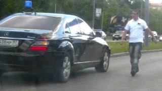 3.06.11 Машина с мигалкой сбивает человека(http://lenta.ru/news/2011/06/04/dtp/, 2011-06-05T08:28:25.000Z)