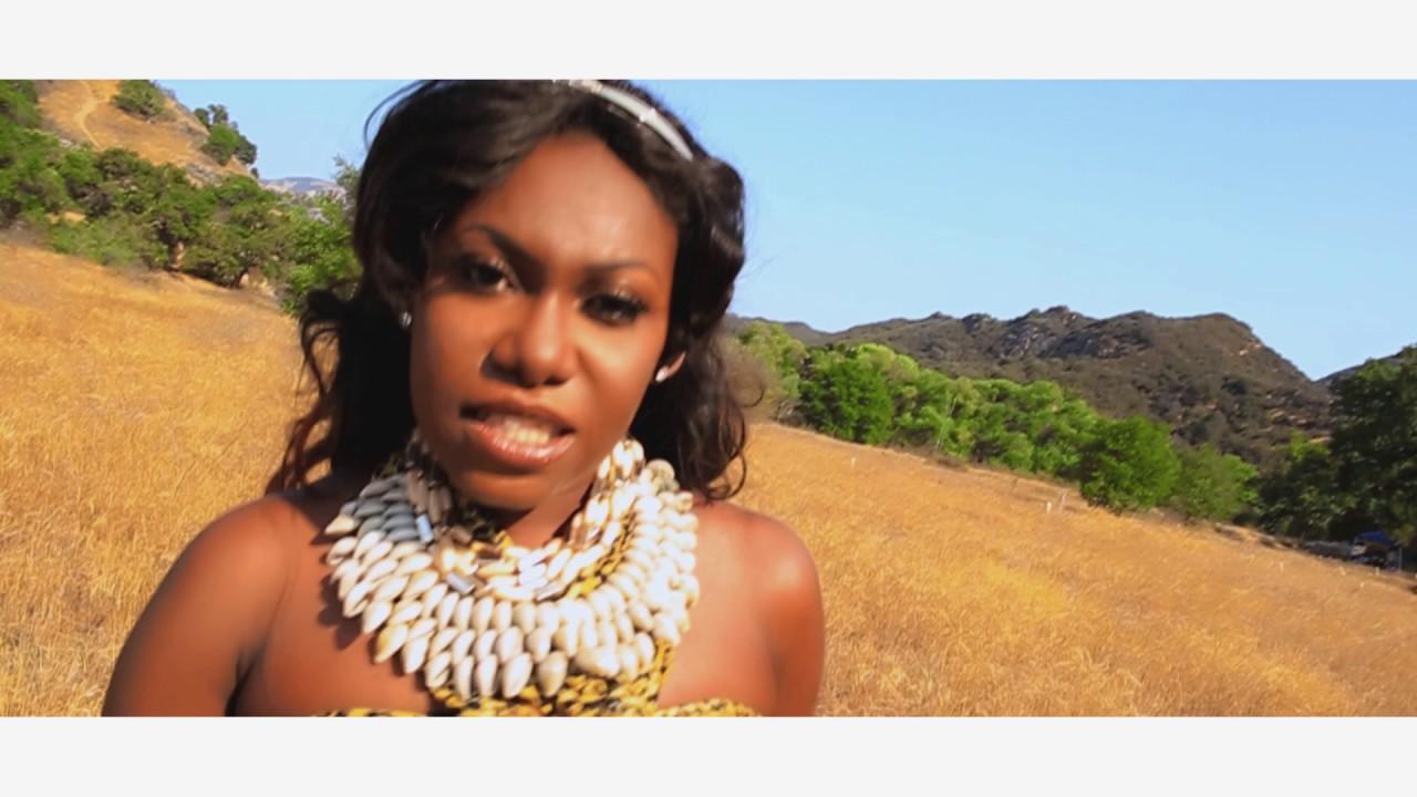 Download NINIOLA - J'ETE  (dir. Bryan Dike. Paw Printz Productions)
