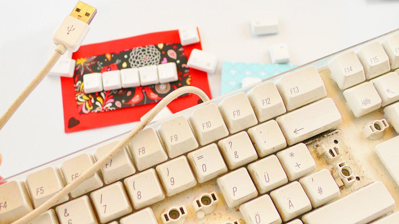 aus alt mach neu 3 ideen mit einer alten tastatur magnete namensschild geburtstagskarte. Black Bedroom Furniture Sets. Home Design Ideas