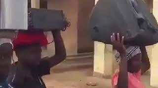 Свадьба в Африке. Как это делается у них. Темная процессия с музыкой