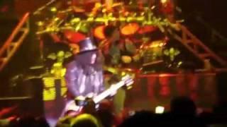 Avenged Sevenfold & Slash Cover It's So Easy Live