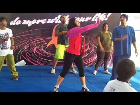 Zumba instructor Nitika rocking the SCMM 2013 on Ella Copia