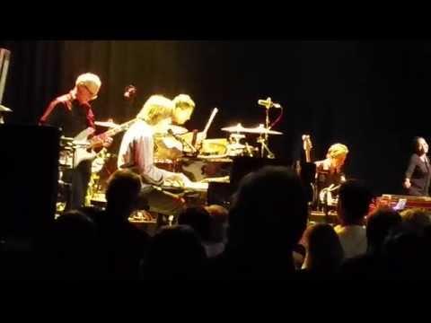 "Jackson Browne @ Amager Bio, Copenhagen ""Doctor my eyes & The Pretender"""