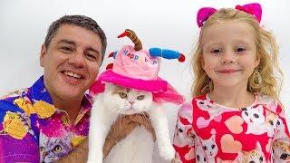 Nastya und Dad feiern den Geburtstag der Katze