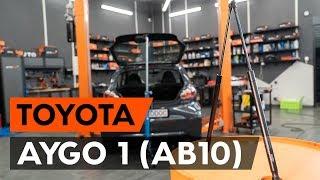 Hvordan udskiftes bagklapsdæmper / gasdæmper bagklap on TOYOTA AYGO 1 (AB10) [GUIDE AUTODOC]