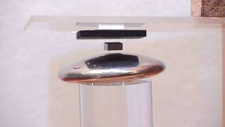 Diamagnetic levitation between diamagnetic plates