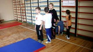 фрагмент уроку фізкультури у початкових класах