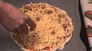 Пицца с сыром и сосисками, видео рецепт