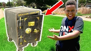 WE OPENED AN ABANDONED SAFE! - Onyx Family