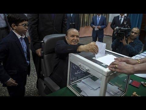 Présidentielle en Algérie : Bouteflika vote en fauteuil roulant