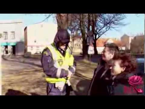 """""""Ventas Balss"""" Un Ceļu Policija Sveic Ventspilnieces"""