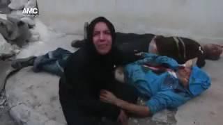 دموع وصرخات امرأة تبكي  زوجها الذي استشهد إثر غارة جوية على احياء مدينة حلب