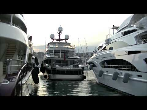 See the US$ 35,000,000 [YACHT TRIDENT] docking in to a VERY TIGHT Spot in Cannes
