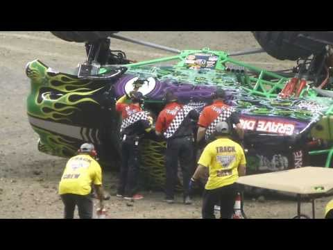 Grave Digger Freestyle - Monster Jam - San Antonio, TX 1-12-14