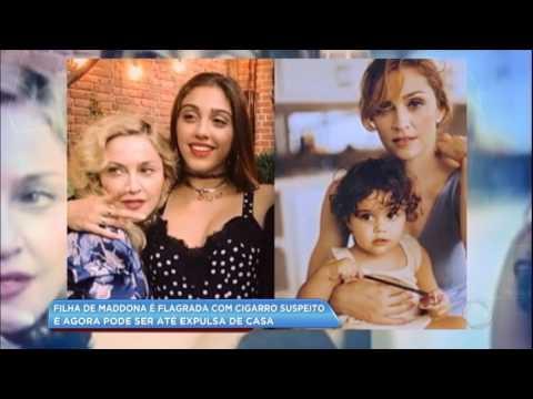 Hora da Venenosa: filha de Madonna é flagrada com cigarro suspeito