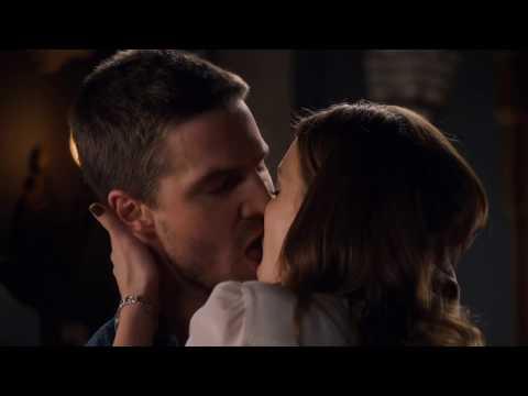 Arrow 1x05 - Laurel Sees Oliver's Scars