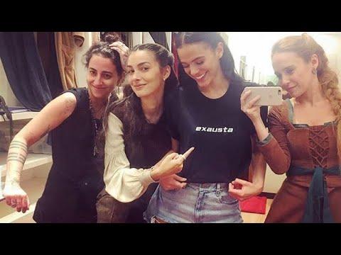 """Bruna Marquezine com as colegas de elenco que disse está """"exausta""""😂😂"""
