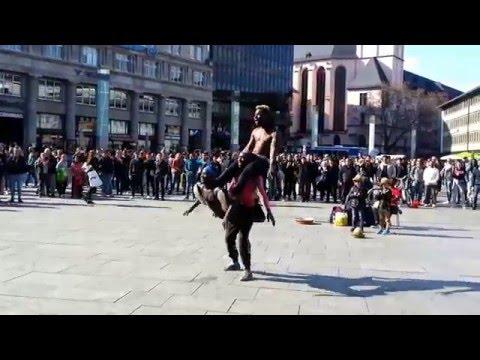 Streetshow mit Famous & friends, Ghana Power Akrobatik in Köln