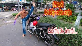 Ông lão Xe ôm 62 tuổi luyện võ công như Lý Tiểu Long trên đường phố Sài Gòn