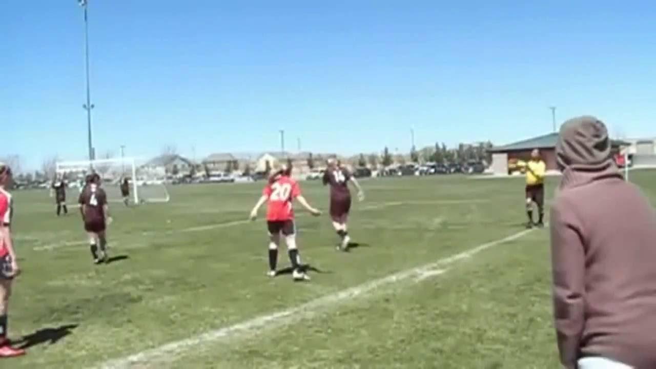 مضاربة بنات داخل الملعب مضحك ,, Humorous Women Soccer Combat