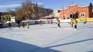 В хоккей играют настоящие мужчины, трус не играет в хоккей.