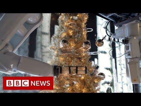 Robots decorate a Christmas tree - BBC News