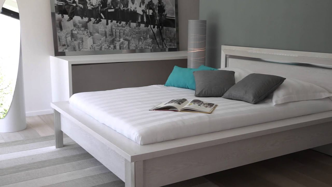 Chambre design nouvelle collection but youtube for Chambre a coucher design roche bobois