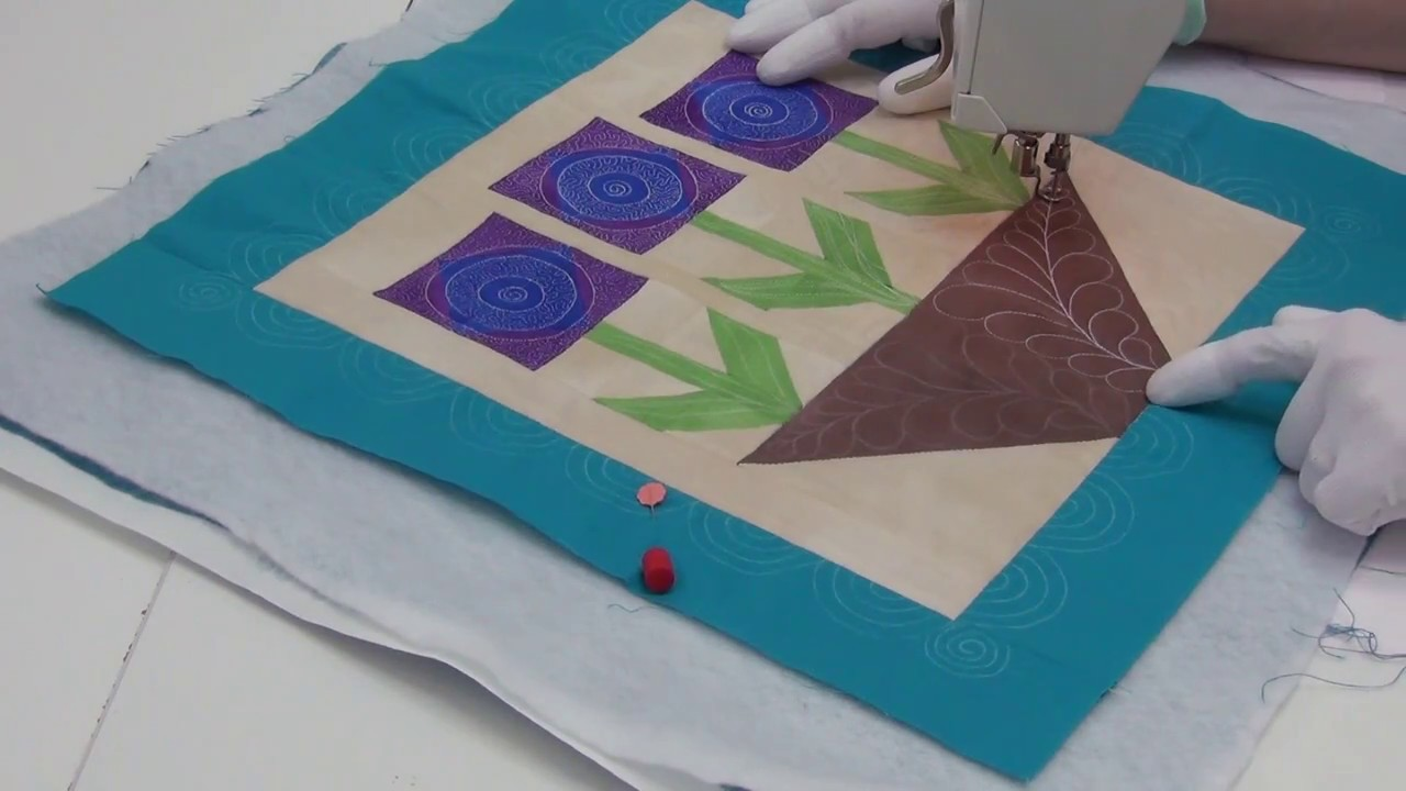 Machine Quilting Stippling In A Flower Block Beginner Quilting Tutorial With Leah Day