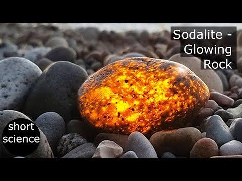 Sodalite - Rock that glows when exposed to UV light (Yooperlite)