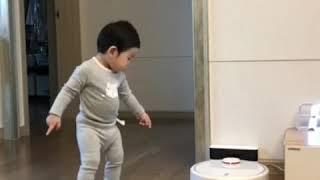 로봇청소기 아기둥절
