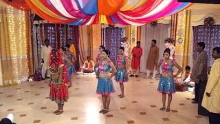 Anjana Singh in Gola Barood song