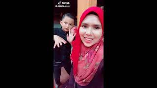 Video COMEL DAN VIRAL: Mat Ipang dan Ibunya rakam Tiktok Hindustan download MP3, 3GP, MP4, WEBM, AVI, FLV November 2018