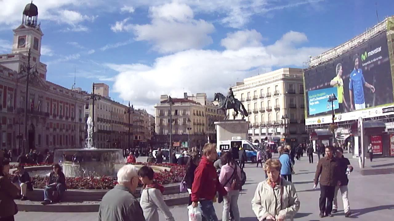 Madrid plaza del sol youtube for Plaza del sol madrid