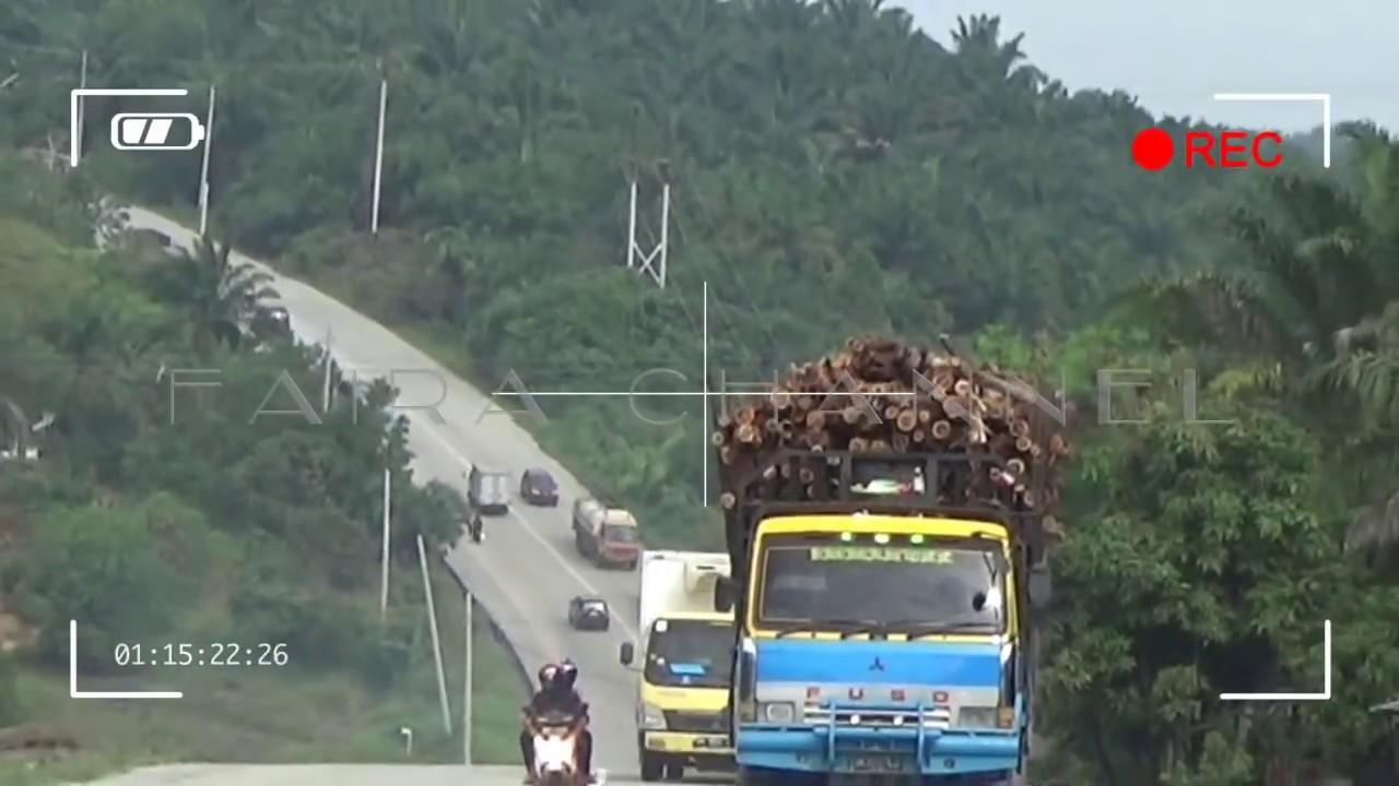 Jossss... Truck balak ngebut saat melewati jalur Minas Riau... - YouTube
