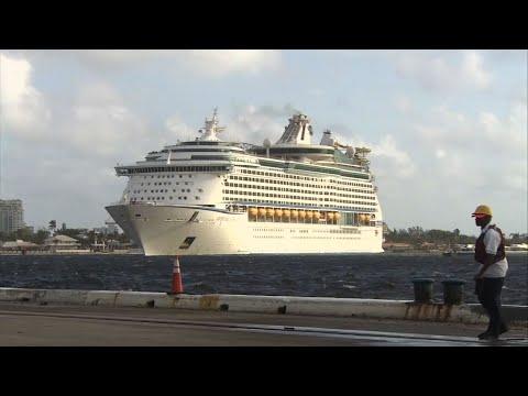 Raw: Cruise Ship Brings PR Evacuees to Florida