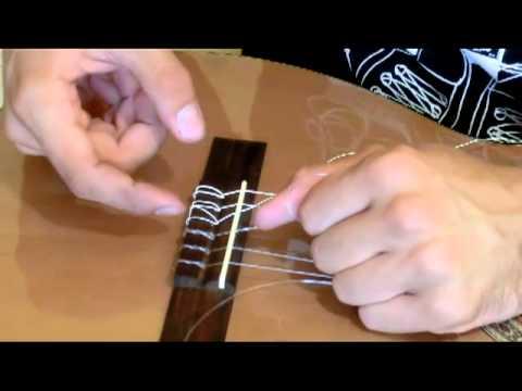 Натягиваем нейлоновые струны на классическую гитару