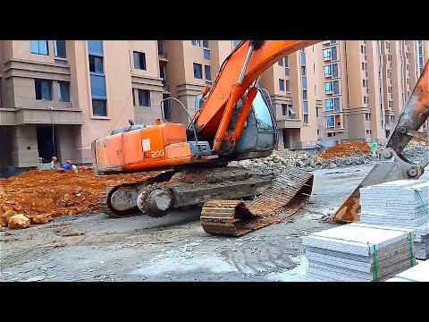 Excavator Solves The Problem | Tracks Came Off